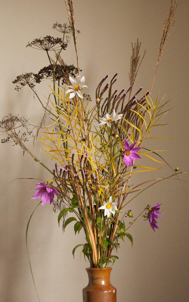 Posy with Dahlia merckii 'Alba', Dahlia australis, Amsonia hubrichtii, Verbena macdougalii 'Lavender Spires', Miscanthus 'Dronning Ingrid' & Foeniculum vulgare 'Purpureum'